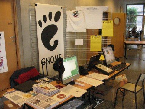 http://www.vuntz.net/photoblog/20051019_jdll2005_booth.jpg
